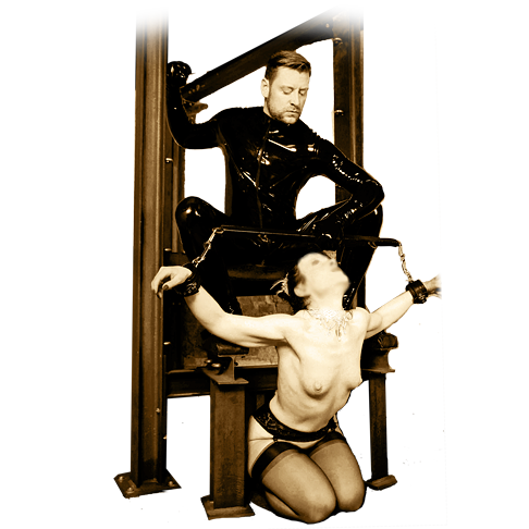 Latex Erotik bei Session mit SM Master Andre alias Dominus.Berlin in Rubber Outfit und mit Sklavia nackt und gefesselt